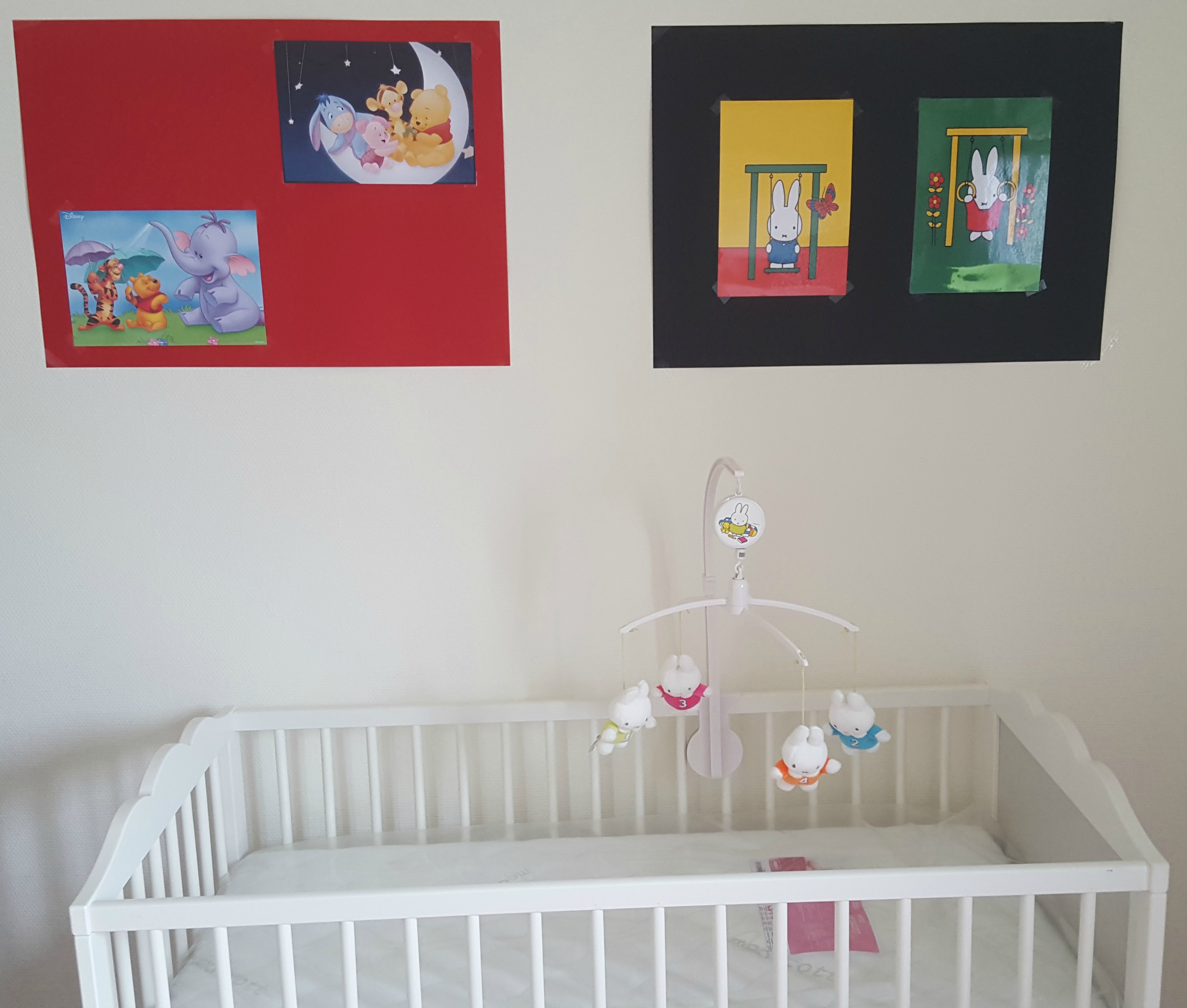 'Week 28: In het derde trimester aangekomen' In week 28 zijn we in het derde trimester aangekomen, regelen we de laatste dingen van de babyuitzetlijst en is onze babykamer af. Lees het op http://meemoeder.com/week-28/