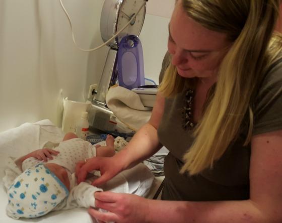 'Week 1: Geboren!' Deze week is onze zoon Sebastiaan geboren! Lees snel het verhaal op: http://www.meemoeder.com/week-1-geboren