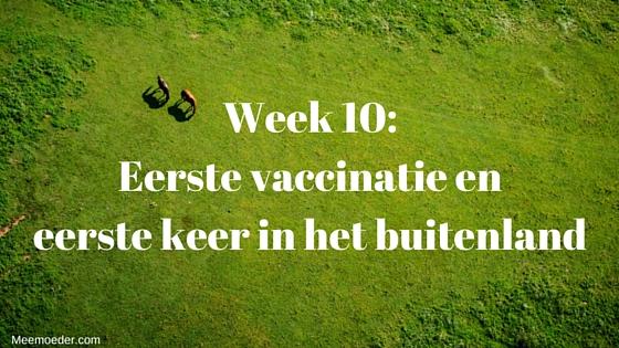 'Week 10: Eerste vaccinatie en eerste keer in het buitenland' In week 10 krijgt Sebastiaan zijn eerste vaccinatie, maakt hij voor de eerste keer een lange autorit mee, slaapt hij voor het eerst in een campingbedje (of niet) en gaat hij voor het eerst naar het buitenland. Lees het snel op http://meemoeder.com/week-10-eerste-vaccinatie-en-eerste-keer-buitenland