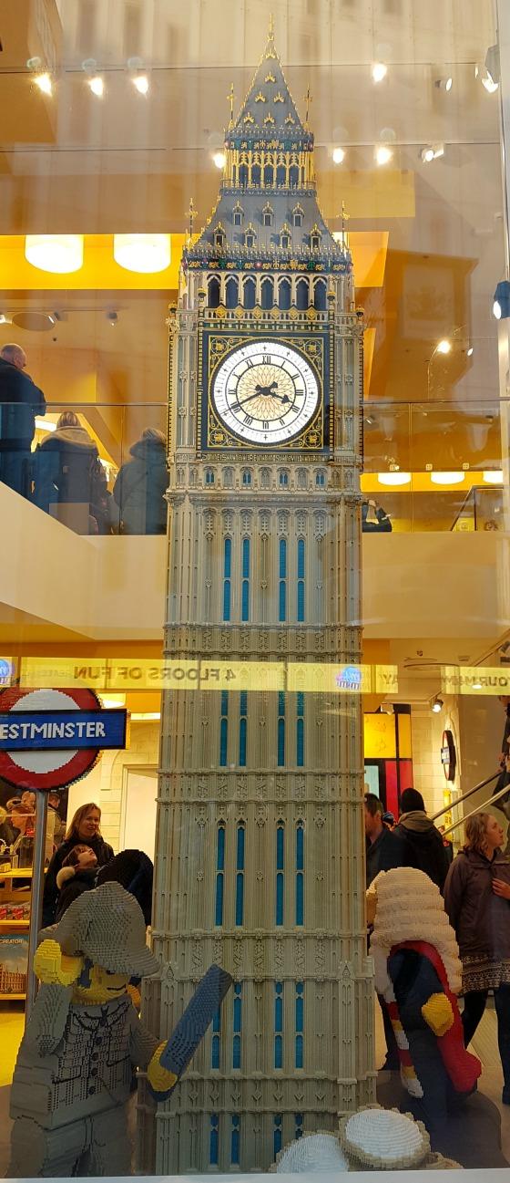 'Week 35: Dagtrip Londen' In week 35 moet Sebastiaan zijn ene moeder even missen, want die maakt een dagtrip naar Londen. Lees het snel op http://bit.ly/Wk35Londen