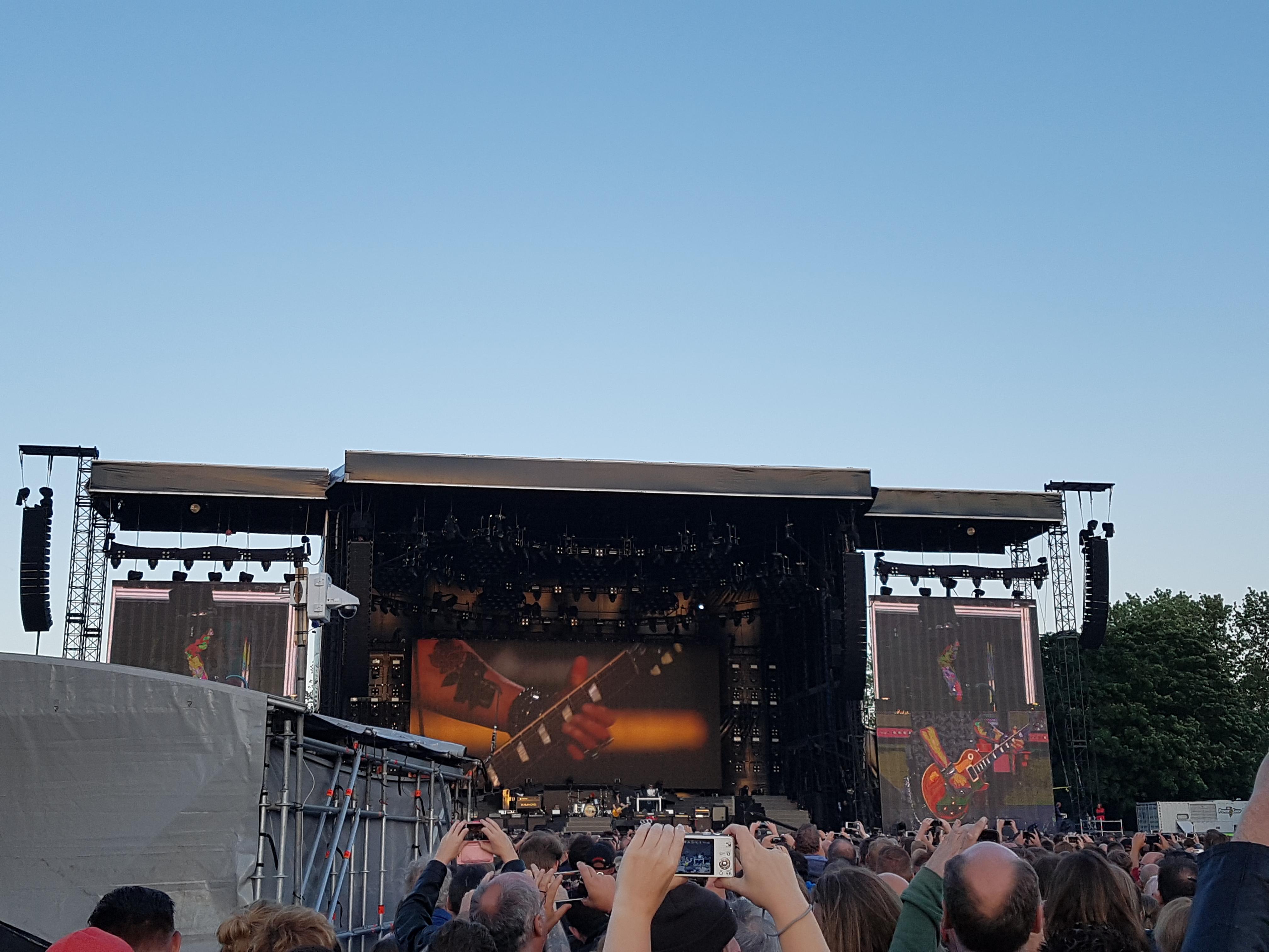 'Naar het concert van Guns N' Roses' Sebastiaan gaat deze week niet naar het concert van Guns N' Roses, maar een van zijn mama's wel. Sebastiaan gaat lekker naar Zutphen om te logeren bij zijn opa en zijn vrouw. Lees het hier! http://bit.ly/ConcertGNR