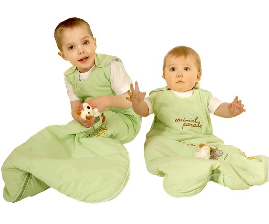 'Zes babyslaapzakken met TOG-waarden tot 1,0' In de warme zomermaanden of tijdens een vakantie in een warm land, kan het warm worden in de babykamer. Hoe leg je dan je baby het beste in bed? De TOG-waarden van een babyslaapzak kunnen je bij deze vraag helpen. In deze blog leg ik je uit wat TOG-waarden zijn en welke zes babyslaapzakken het dunst zijn. Lees het hier: http://bit.ly/TOGlaag
