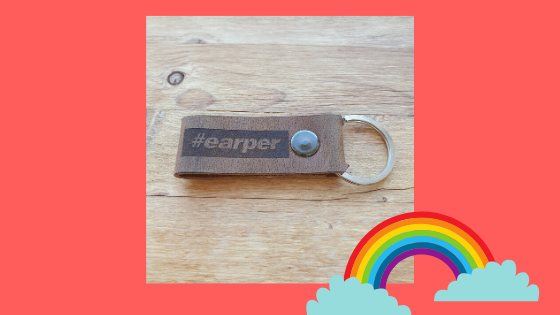 'Giveaway Earper keyring' Want to win an Earper keyring? Meemoeder.com hosts a queer giveaway on Instagram, where you can win one. Here are all the rules.